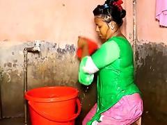 Desi Aunty takes a bath