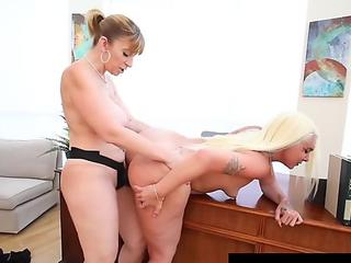 Curvy Cunt Lovers Sara Jay & Alexis Andrews Orgasm Together!