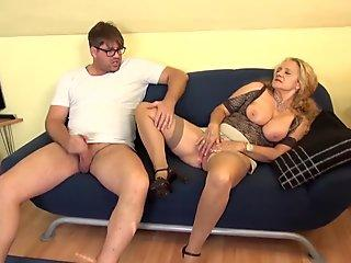 Anal lover Lora Craft makes her pink hole ooze with a rich popshot