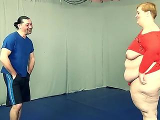 Tall Russian plumper with enormous arse with cellulites gets dick down by little guy