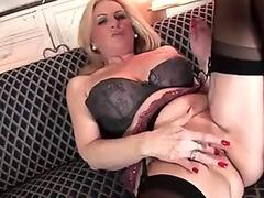 Saggy tits cougar is hungry for a young mans cock