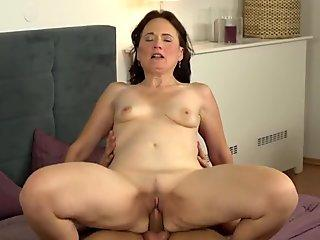 Young looking granny pussy pummelled