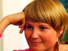 Brunette Lisa Daniels deepthroating a large fat ramrod
