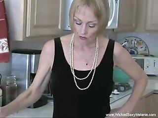 Amateur Granny Exposes Her Sexy Side
