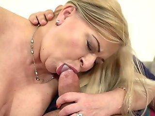 Wife gives blowjob in the car
