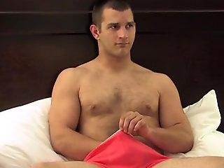 Straight solidier has a solo wank sesh