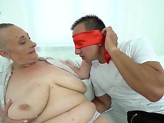 Home alone Asian babe finger fucks pussy in sweet solo
