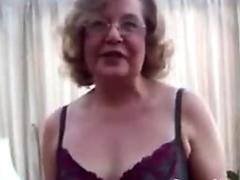 BUMS BUS - Deutsch Redhead Babe im Bus angespritzt