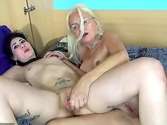 Mao horny Asian milf in red gets hairy pussy licked