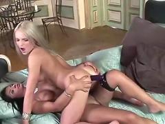 Feet worshipping lesbians