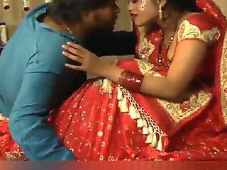 Exclusive Kolkata Bhabi Sumenda Has Hot Sex with Sharee (HD)