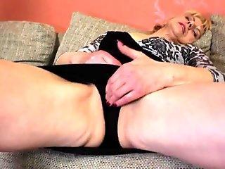 My Husband wanking off while I'm sucking BBC