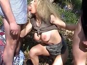 gangbang de Milf exhib en foret avant sauna entre lesbiennes