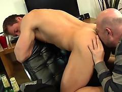 Older guy picks up hunk for blowjob