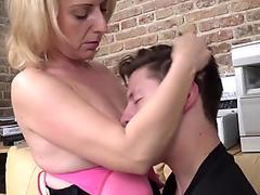 Asian amateur bareback fucking after bj