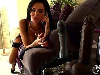 WCP Club Veronica Avluv likes a yam-sized big black cock