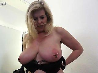 Mature perv mother fisting her vagina
